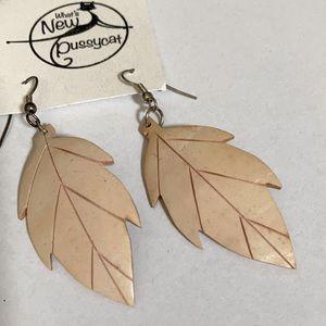 VINTAGE 80's coconut shell Leaf earrings
